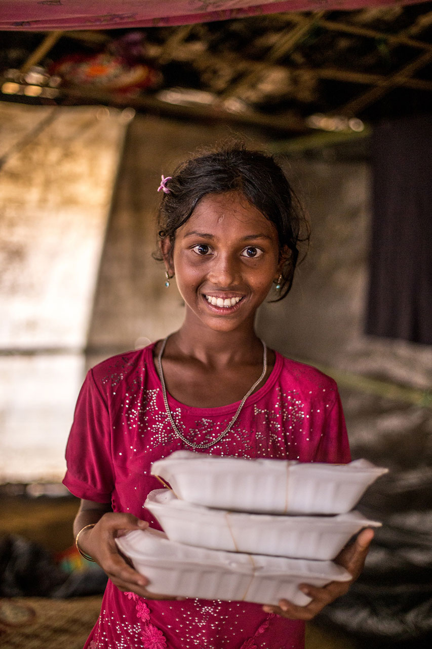 girl with food-aid