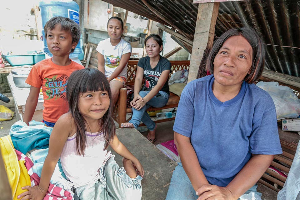 Typhoon Haiyan, family survivors