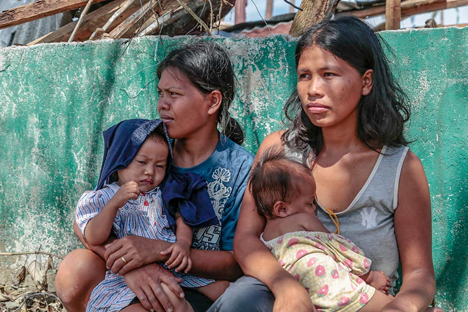 Typhoon Haiyan, mothers and child